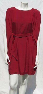 Suzi Kinn für Maggy Boutique Weinrot Stretch Seidenkrawatte Taille Cape Kleid S