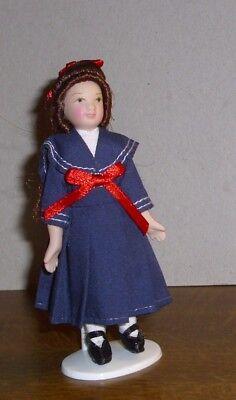 atrosenkleid mit dunklen Haaren -Miniatur 1:12 (Mädchen Mit Blauen Haaren)