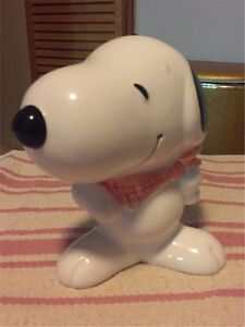 Collectible Snoopy Ceramic 1985 Peanuts piggy bank