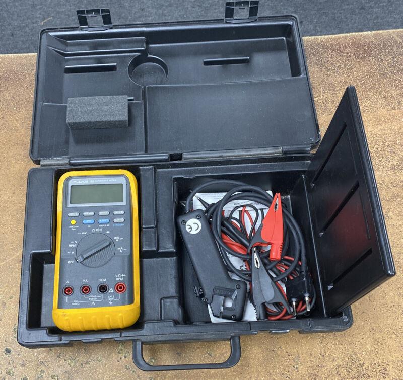 Fluke 88 Automotive Multimeter with Leads Case