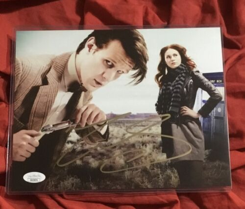 DOCTOR WHO 8X10 PHOTO~SIGNED BY MATT SMITH+JSA COA~TARDIS WITH AMY POND~3674
