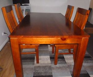 Dining Table w 4 Chairs South Hedland Port Hedland Area Preview