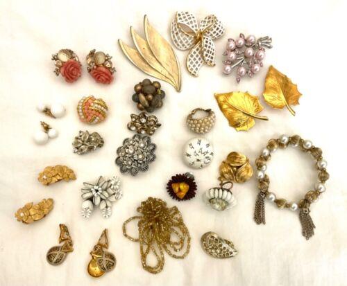 Lot Vintage Jewelry Earrings Brooches Bracelet Rhinestone Pearl Milkglass 22 PCs
