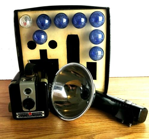 VTG Kodak Brownie Hawkeye Camera Flash Model With Kodalite Flasholder UNTESTED