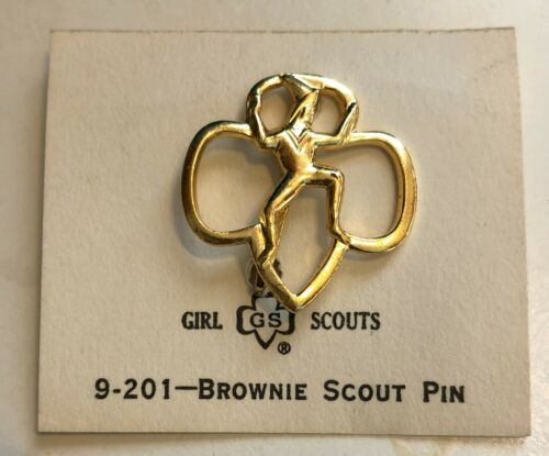 VINTAGE GOLD TONE GIRL SCOUT BROWNIE PIN PINBACK 1950-1960 NEW