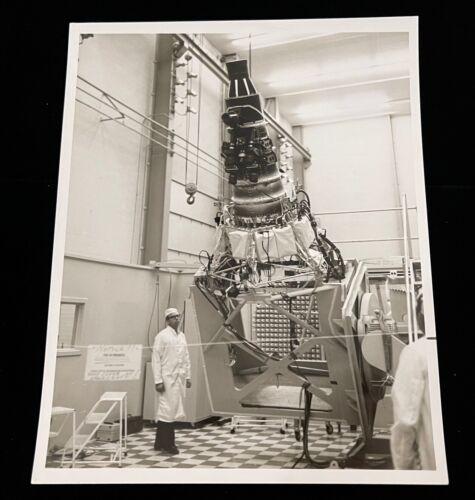 1964 NASA CAMERAS INSTALL FOR HANGER & SPACECRAFT SPECIAL INTEREST PHOTO