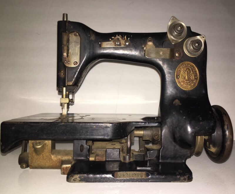 Antique Rare Singer sewing machine Model 82-20 1915