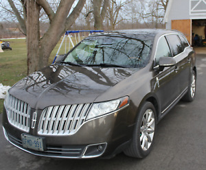 2011 Lincoln MKT/7 Pass/Nav/Leather/Panoramic Roof/ AWD