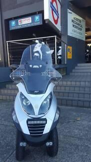2009 Piaggio MP3 400 Three Wheeled Scooter
