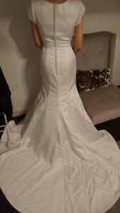 Robe de mariée à manches courtes (NEUVE)