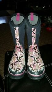 Girls Bogs winter boots size 5 excellent condition
