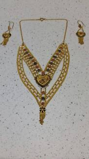 18 CT neckalce and Earrings GOLD