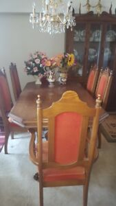 Buffet hutch table and 6 chairs. All oak