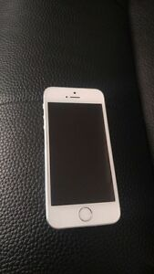 iPhone 5s 16g with Otterbox *Mint Condition!!*