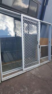 3 panel white aluminium sliding door