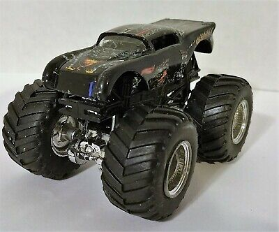 Hot Wheels, Monster Jam, Dragons Breath, Monster Truck,1/64 Scale
