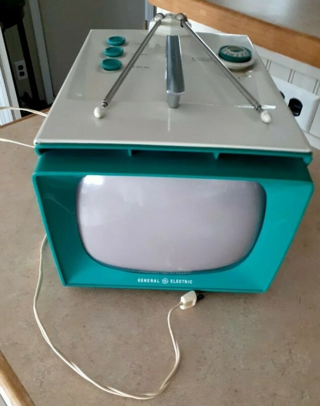 1957 GENERAL ELECTRIC TELEVISION RARE VINTAGE  9t002  TEAL OR TURQUOISE WOW!!...