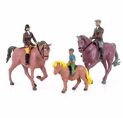 Britains Farm Horses and Riders Set Scale 1:32 40956