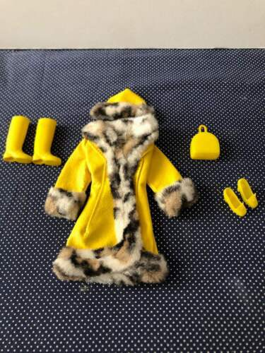 1970 VINTAGE BARBIE 1459 GREAT COAT OUTFIT W/EXTRAS EXC CONDITION  - $49.95