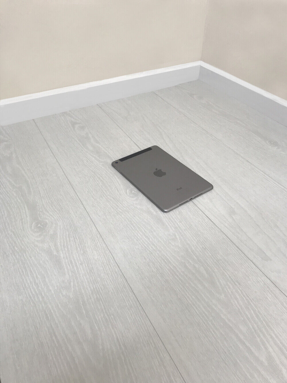 8mm Modern White Laminate Wood Flooring