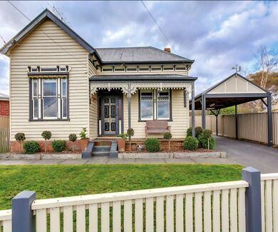 Ballarat 3 bedroom fully furnished house. Short term stays.