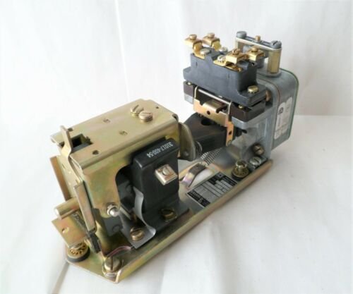 SQUARE D 9050B01D Pneumatic Timing Relay - New Old Stock