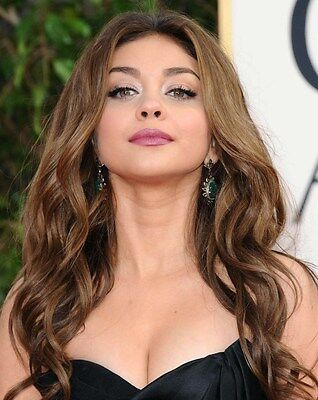 Sarah Hyland In A 8  X 10  Glossy Photo Golden Globes