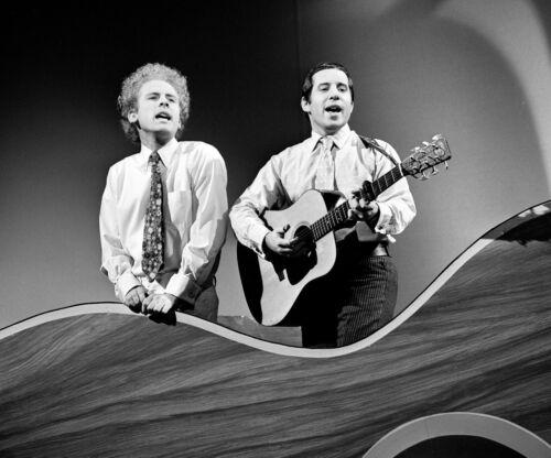 Simon & Garfunkel -  MUSIC PHOTO #7