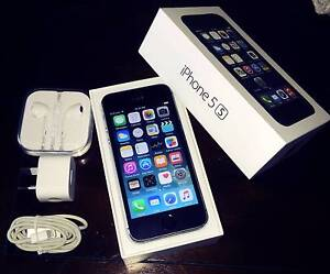 Black iPhone 5s 64gb (nearly new condition, all accessories) Merrimac Gold Coast City Preview