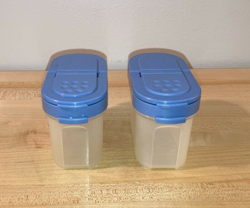 LOT OF 2 TUPPERWARE SMALL MODULAR MATES SPICE SHAKERS WITH BLUE SEALS #1843
