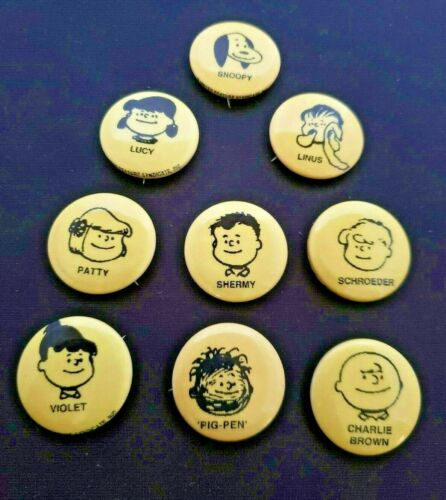 9 Vintage Charlie Brown buttons, Peanuts button, pin, United Feature Syndicate
