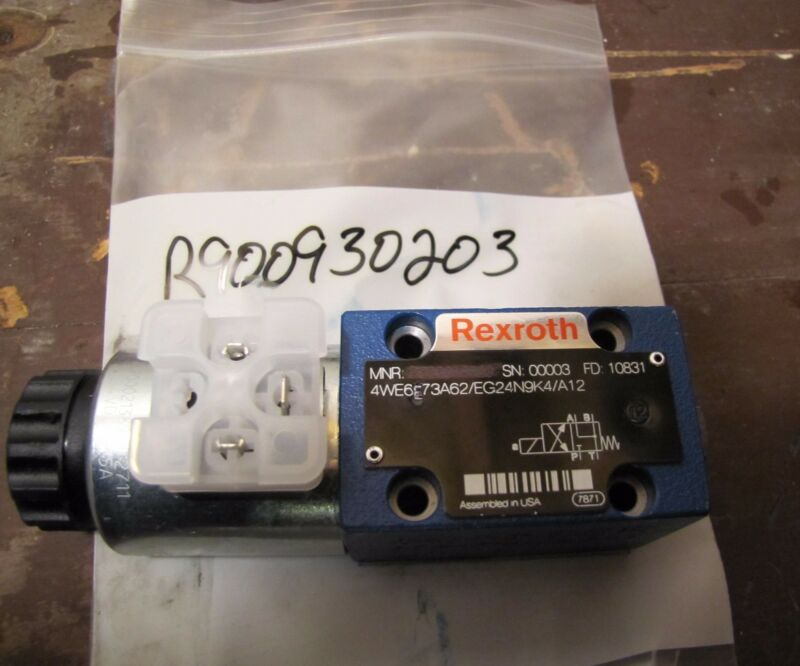NEW - Rexroth Hydraulic Directional Control Valve, R900930203