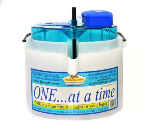 Dry Hands Dispensing Minnow Bucket (Includes D-Battery stone bubble aerator)
