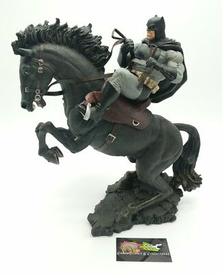 Batman Dark Knight Returns A Call to Arms Year of the Horses Statue #540/1000