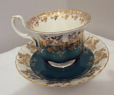 ROYAL ALBERT BONE CHINA ENGLAND CUP & SAUCER REGAL SERIES GREEN/GOLD EXCELLENT