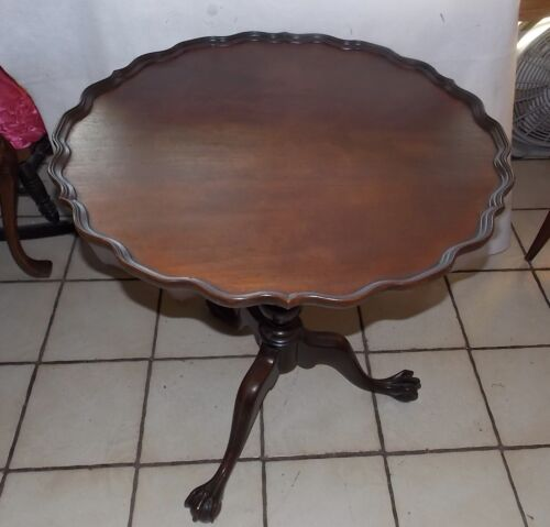 Mahogany Carved Pie Crust Chippendale Parlor Table / Lamp Table Imperial (T762)