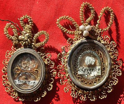 2 Reliquienkapseln, 18./19. Jh.,Knochensplitter rückseitig rote Siegel, Anhänger