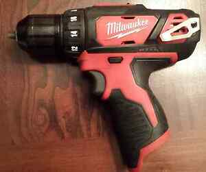Milwaukee M12 drill/driver + extended battery - PRICED REDUCED Strathcona County Edmonton Area image 2