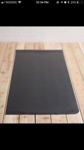 Lululemon yoga mat NEW- low price to sell fast