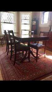 Hardwood Dining Room Table & Chairs