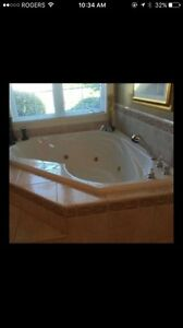for sale JACUZZI TUB/WHIRLPOOL in very good condition!