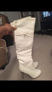 Size 7.5 women's white stiletto boots