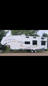 2009 NORTHSHORE fifth wheel toy hauler