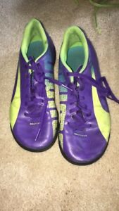 Soccer turf shoes youth size 4