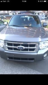 Ford escape tres propre