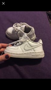 NIKE AIR FORCE ONES SZ 5T