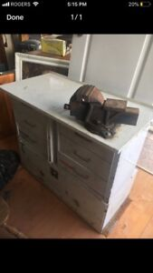 PORTABLE WORK BENCH WITH VICE