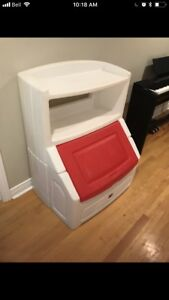 Storage unit for toys or pool items