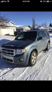 2011 Ford Escape limited low Kms