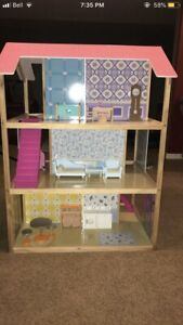 Barbie/doll house   (Large)